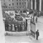 Pulling into Dublin Castle, Hyde was in the first car, followed by Eamon de Valera and Sean T O'Kelly as the crowds gather to cheer.