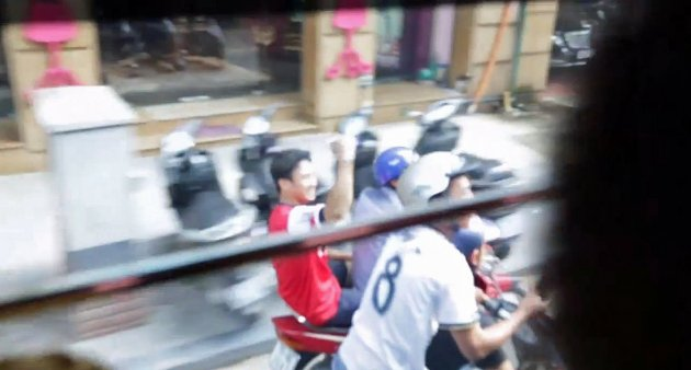 arsenal fan moped 630x338 Vietnamese Soccer Fan gets the ride of his life!